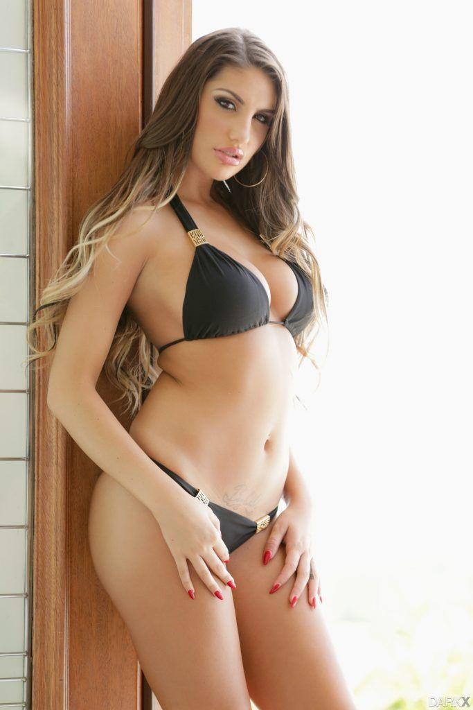 Nude brunette milf