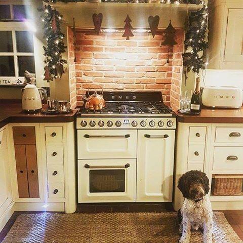 Wir Wünschen Euch Ein Wunderschönes, Gesundes, Glückliches Und  Erfolgreiches Neues Jahr War/ist Eure Küche Auch Dekoriert, So Wie Diese  Von Harriet Smith ?