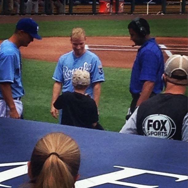 Radio-bsb: Nueva Foto: Brian & Baylee en partido Beisbol