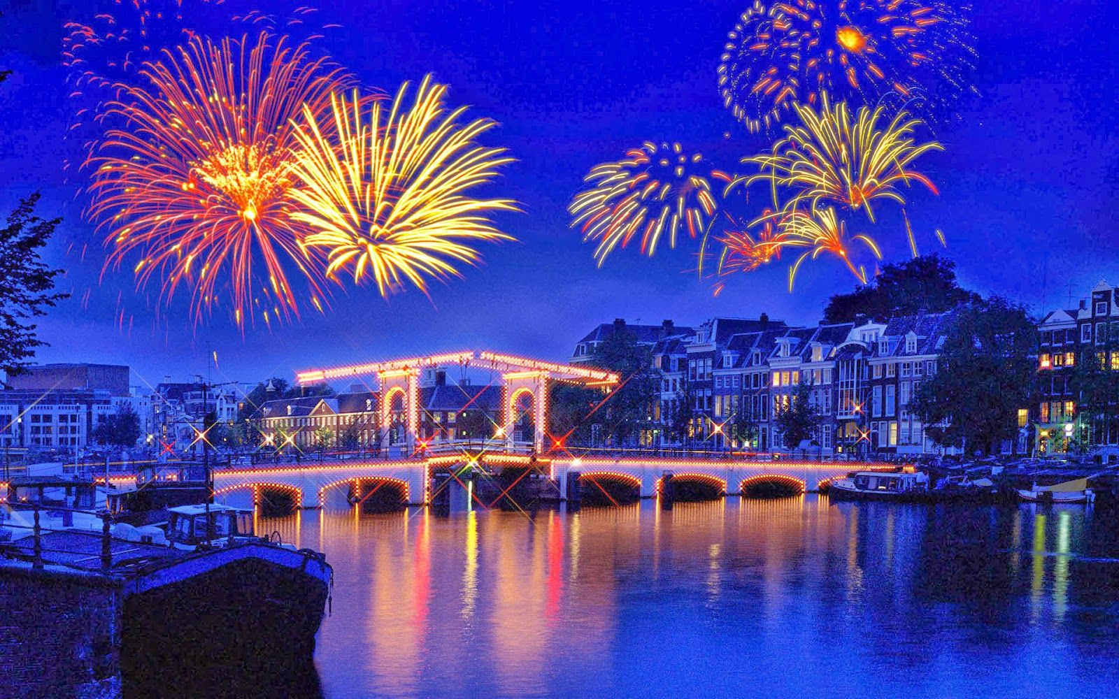 Amsterdam Isn T The Quietest Of Cities On Your Normal Day And As You Can Expect New Years Eve In New Year Images Happy New Year Wallpaper New Year Fireworks