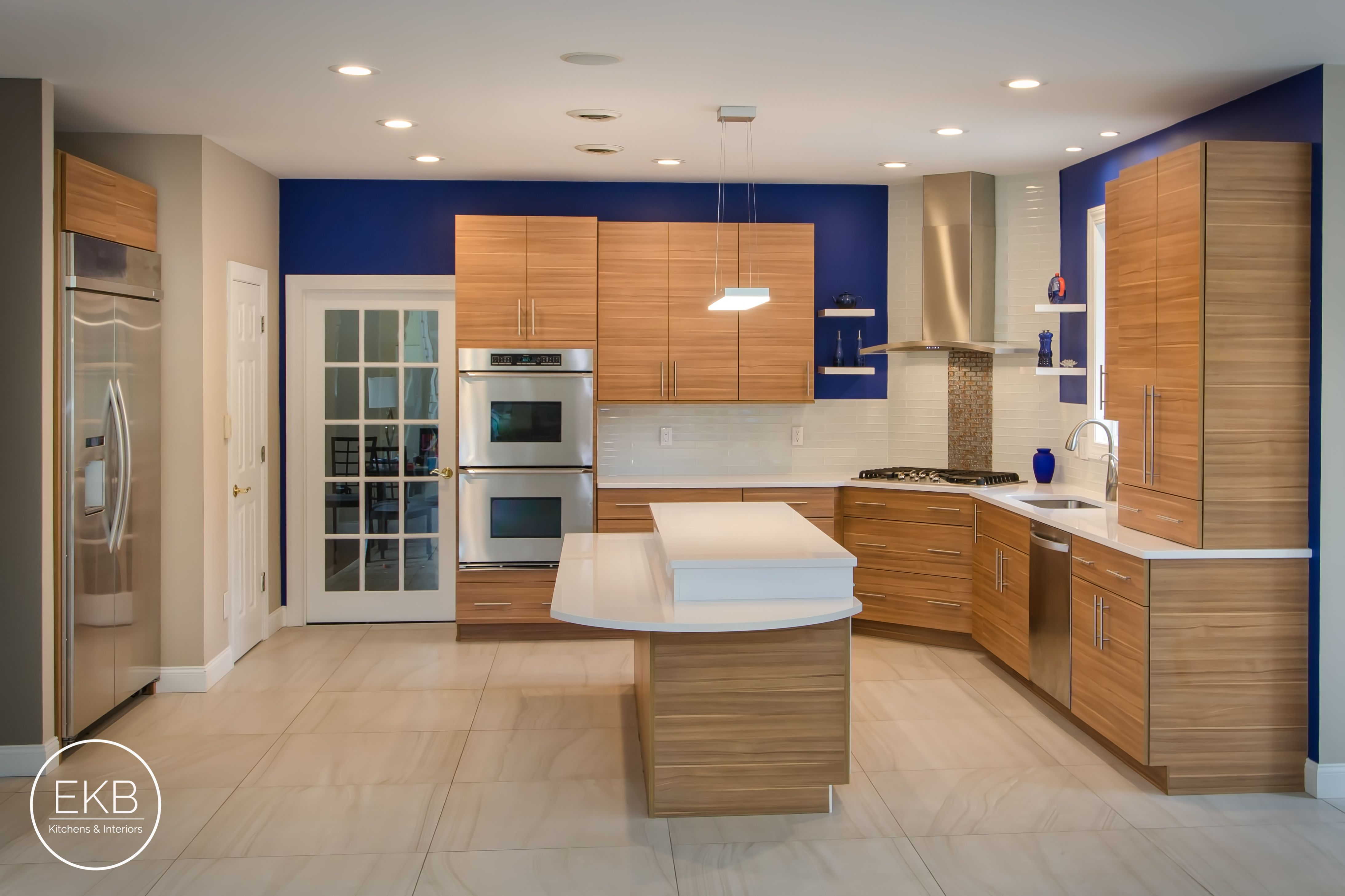 Shiloh Melamine Cabinets In Arizona Cypress And White Zues Silestone Countertops
