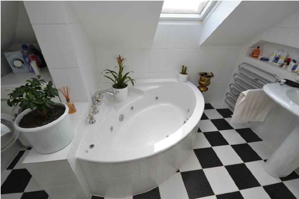 Eckbadewanne Fliesen Bilder schönes badzimmer mit eckbadewanne und schachbrett fliesen