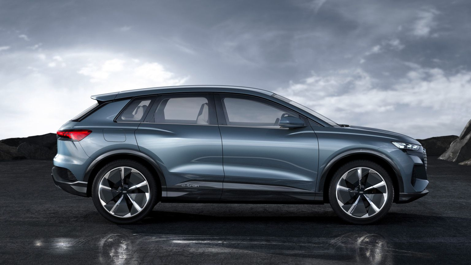 Audi S New Q4 E Tron Concept Is A Compact Electric Crossover With 280 Miles Of Range Techcrunch Audi Q4 E Tron Electric Crossover
