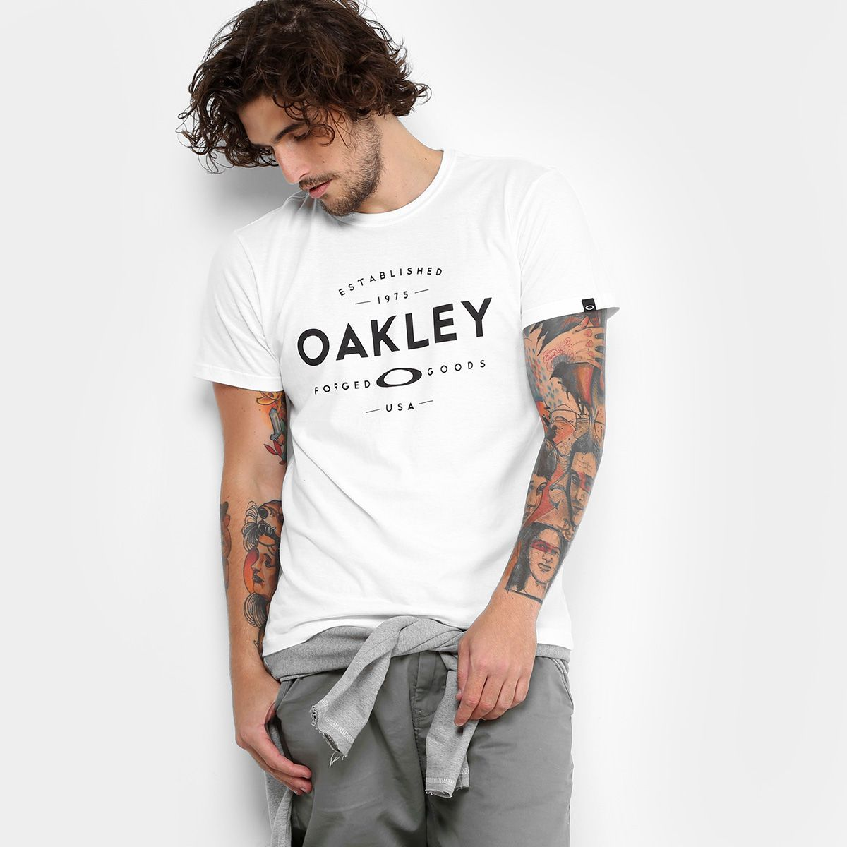 Camiseta Oakley Established Masculina - Branco  946b10ba6ae91