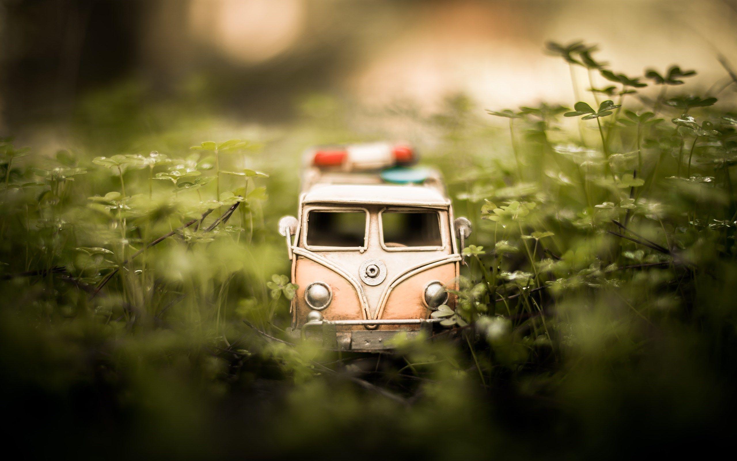 Mood Car Toy Volkswagen Bus Hd Wallpaper Zoomwalls Toy Car Disney Cars Wallpaper Car Backgrounds