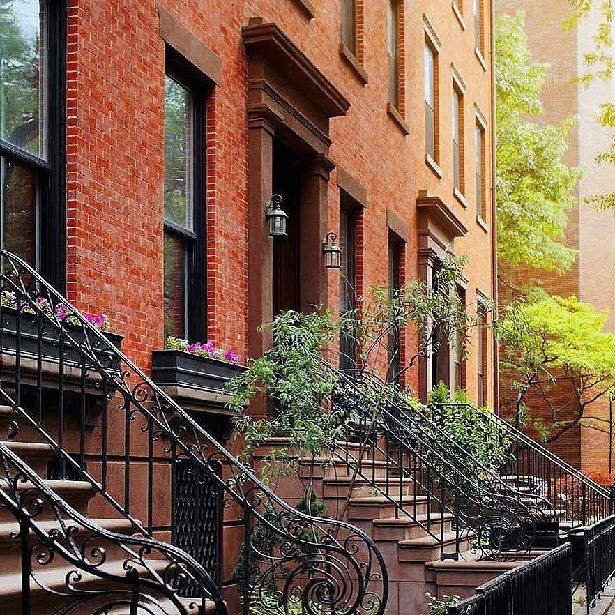 Sunday stroll in a Brooklyn dream #Brooklyn #weekend #sundaystroll #editoftheday #thatsdarling #travelgram #travelblogger #travelling #instacool #instagood #picoftheday #svenJournal #svenJournalNewYork #dscolor #fromwhereistand #instafollow #horizon #landscape #landmark #lifestyleblogger #brickhouse #cool #view #landmark #bblogger #bloggeritalia #instabrooklyn #NewYork #followme