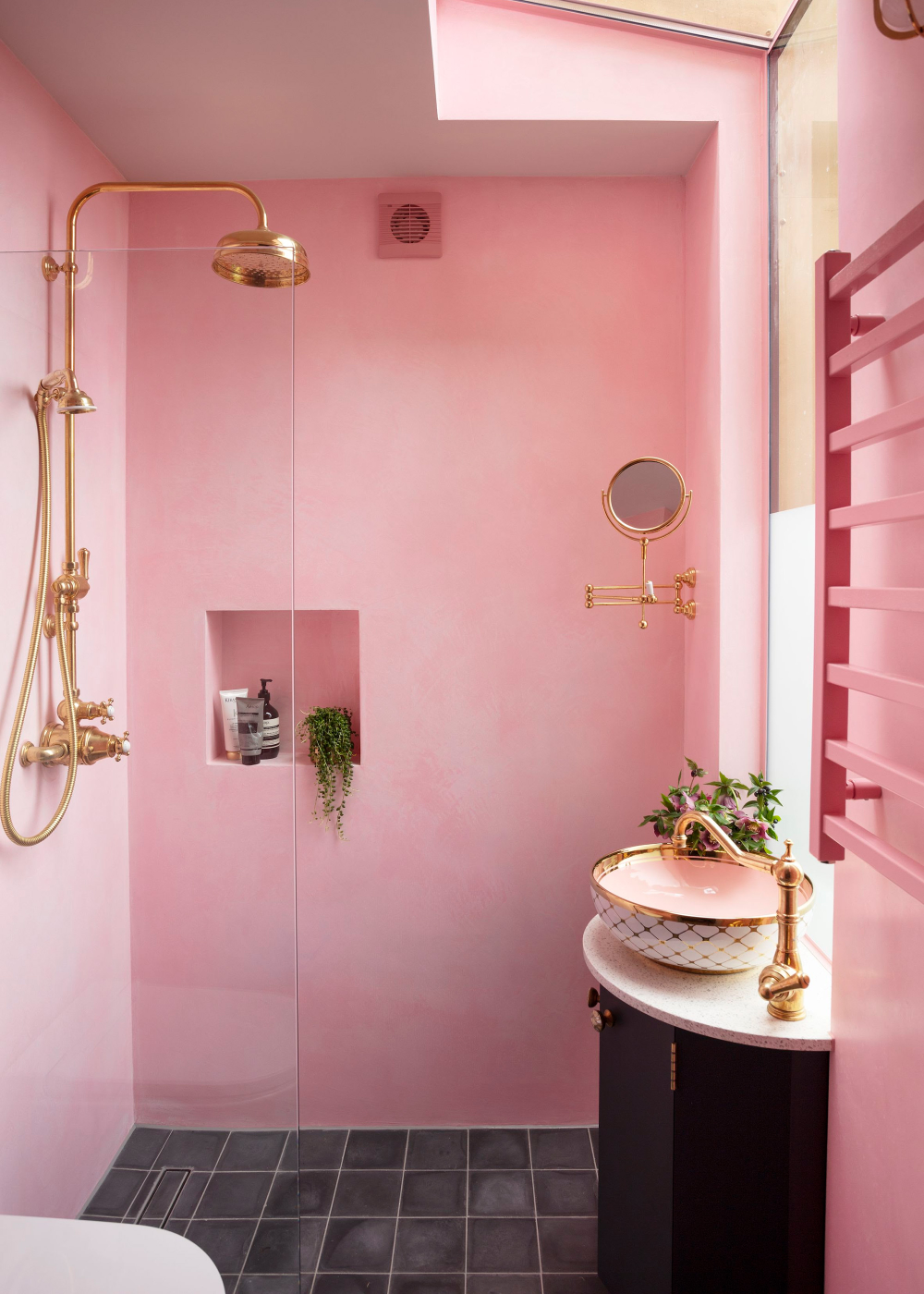 50 Ideas For Small Bathrooms Small Bathroom Design Solutions Homes Gardens In 2021 Pink House Interior Beautiful Bathrooms Pink Bathroom