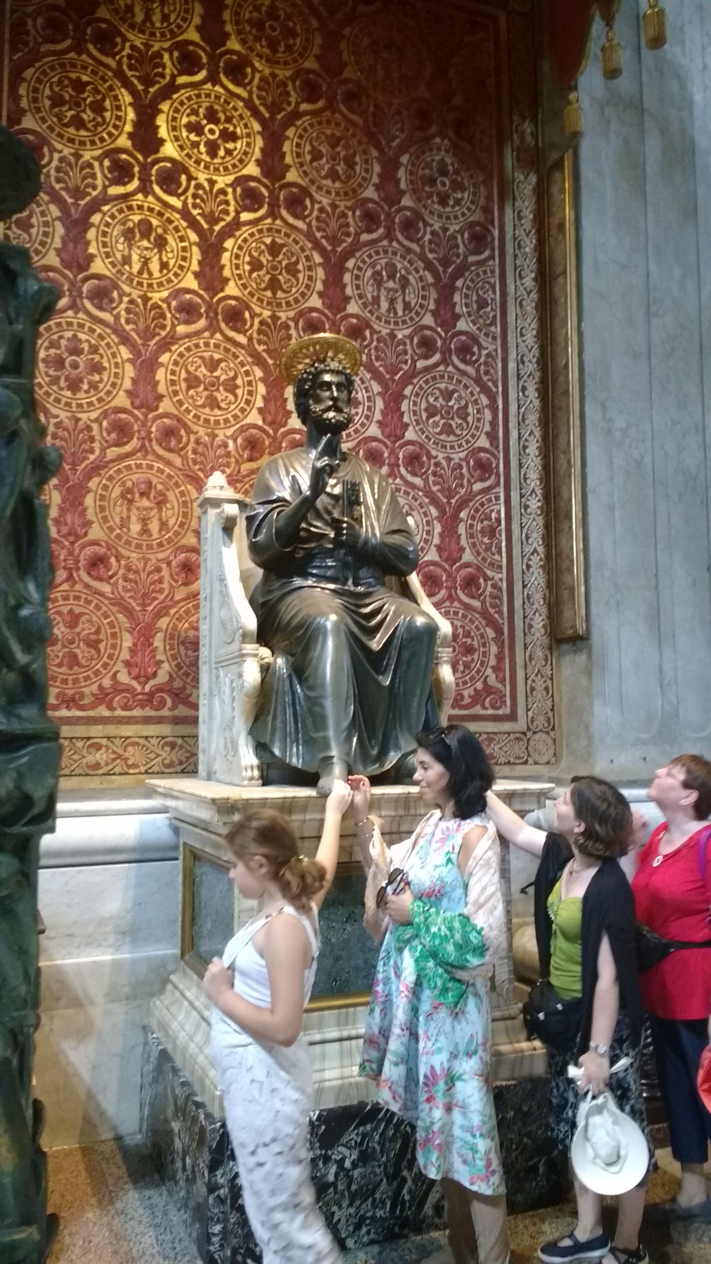 Roma - Basilica di san Pietro - Statua di San Pietro in bronzo.