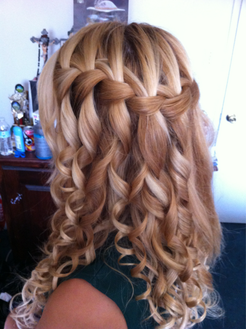 Waterfall braid with curls this is really cute