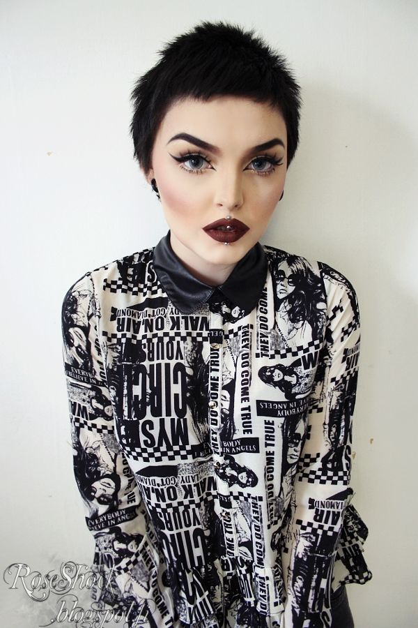 the makeup and top!