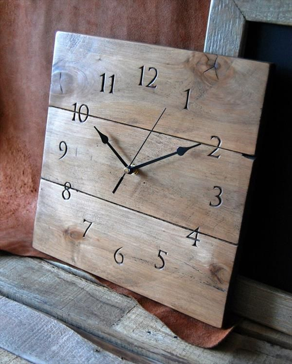 100 Uses for Reclaimed Pallets Diy clock Pallet clock and Pallets