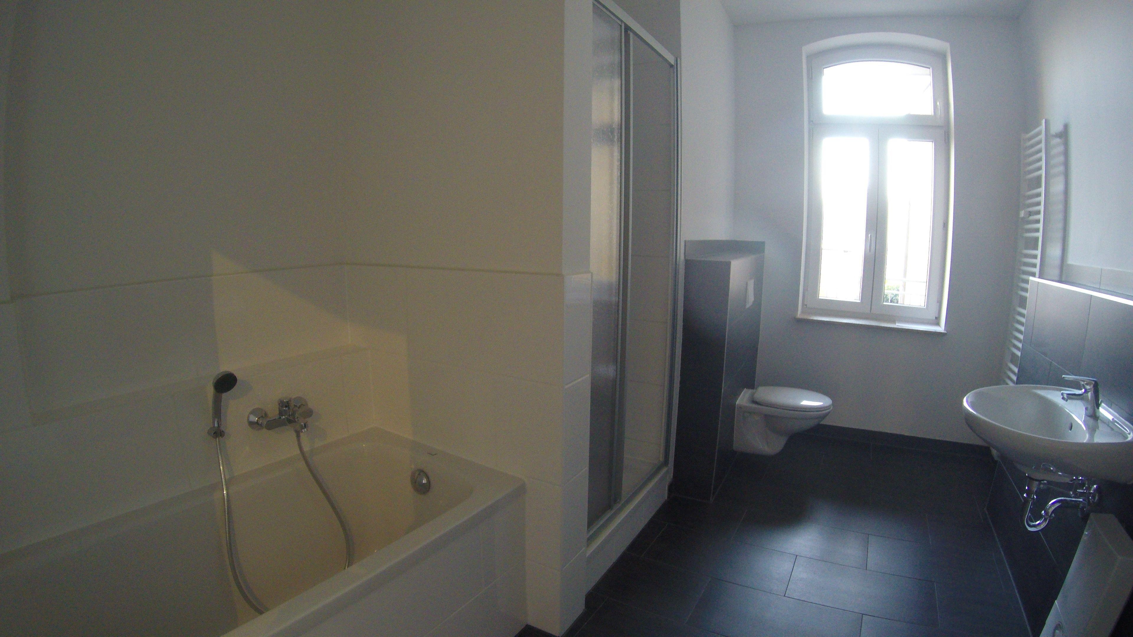 4 Zimmer Mietwohnung mit Wannen und DuschBad mit Fenster ZweitBezug