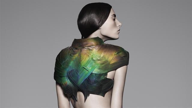 Moda reactiva: la fusión entre tecnología y diseño que nació en el laboratorio y que puede cambiar cómo vestimos  La ropa que cambia de color de Lauren Bowker.