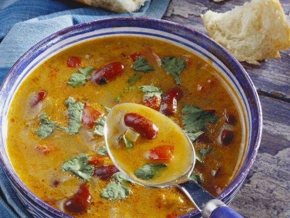 Bohnen-Paprika-Suppe mit Koriander ist ein Rezept mit frischen Zutaten aus der Kategorie Gemüsesuppe. Probieren Sie dieses und weitere Rezepte von EAT SMARTER!