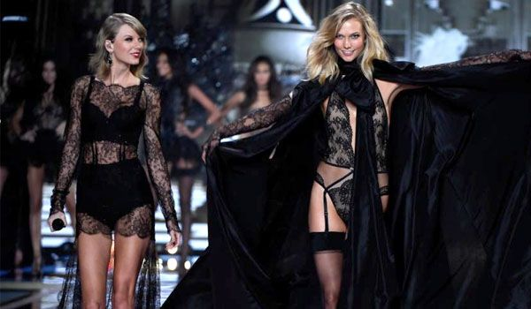 497c320a28 Taylor Swift And Karlie Kloss Caught Making Out… Maybe