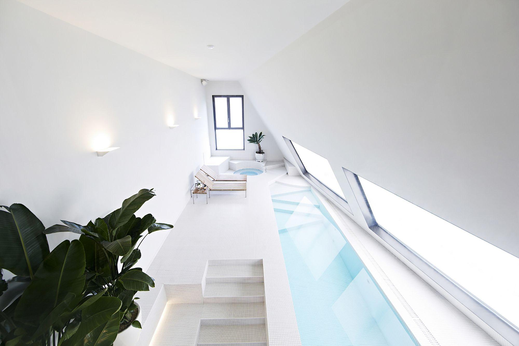 547e99eee58ece885e000083_snow-hotel-1990-uao_spa_pool_penthouse_01-mto.jpg (2000×1333)