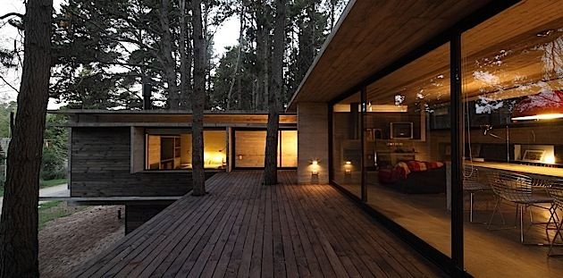 Architektur ein schickes und gem tliches haus im wald for Modernes waldhaus