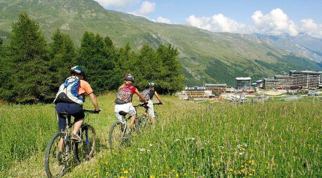 Avec ses grands massifs montagneux et ses belles vallées, comme la Vanoise et la Maurienne, les Alpes du Nord vous propose de superbes sites pour la randonnée et les activités d'extérieur.