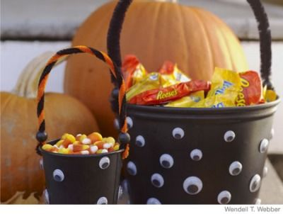 Click to learn how to make these evil-eye buckets! Easy Halloween - halloween decorations for kids to make