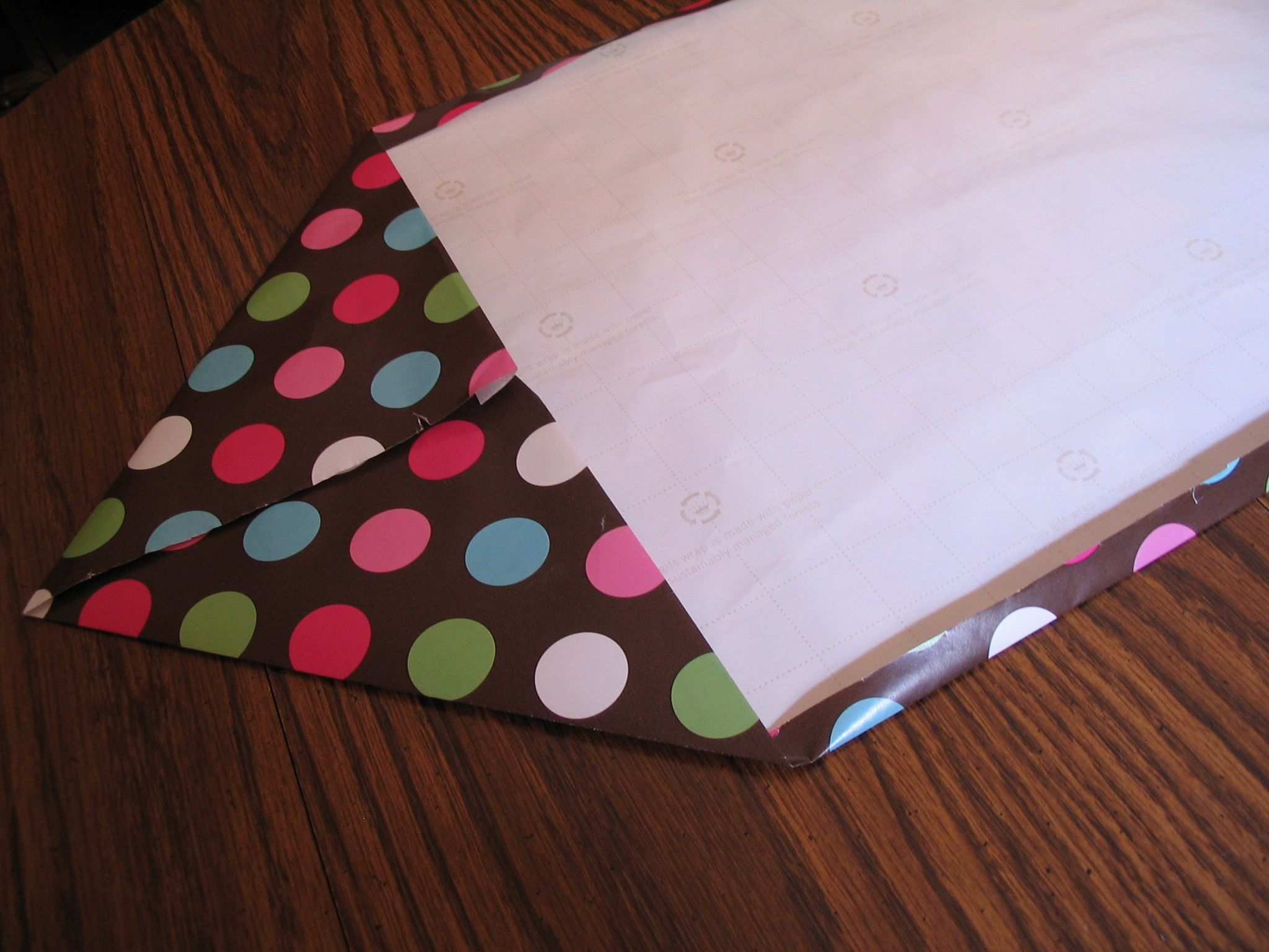 10 Minute (Wrapping Paper) Table Runner