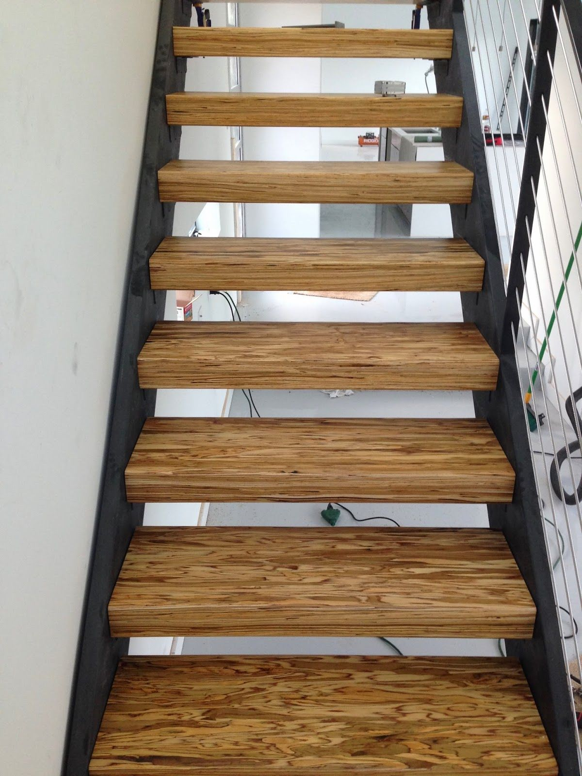 Best Paralam Lumber Tread With Steel Stringer Stairs Timber 400 x 300