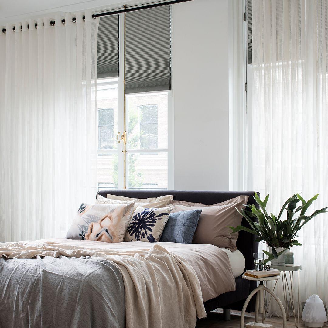Nieuwe Blog Tips Voor Een Donkere Slaapkamer Mrwoon Raamdecoratie Donkere Slaapkamer Raamdecoratie Slaapkamer Gordijnen