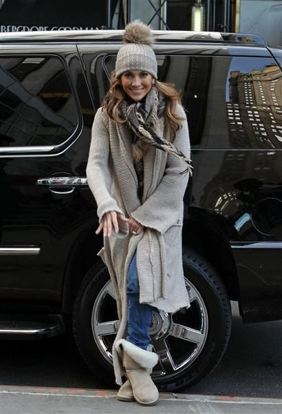 7d3514ba9b0 Street Style  Jennifer Lopez