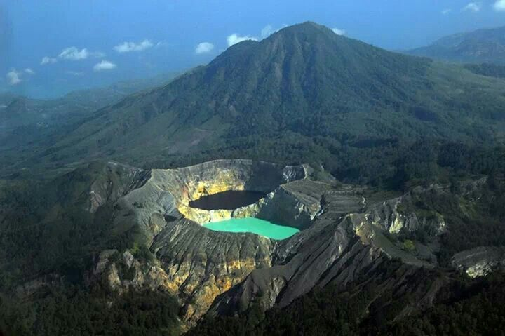 kelimutu is a volcano and crater lakes, indonesia