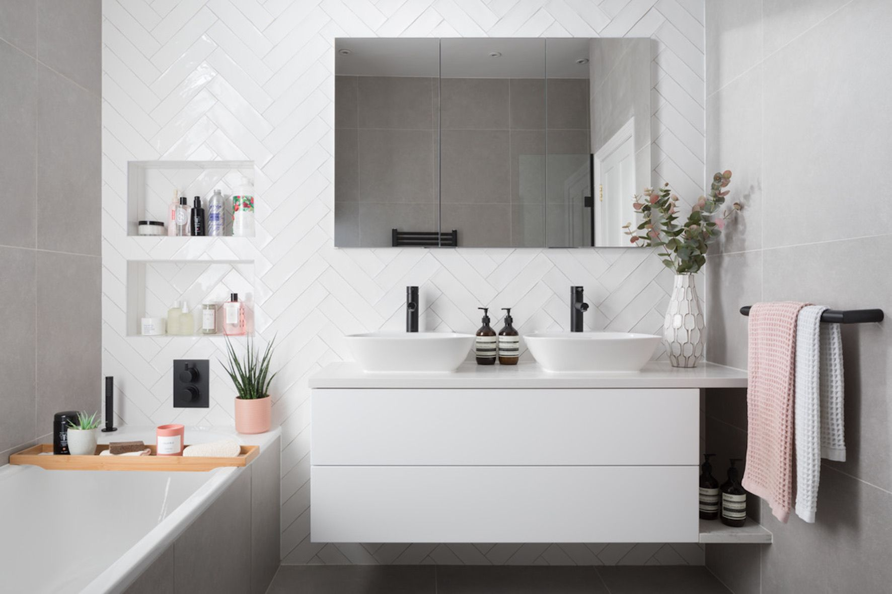 Ripples Bathrooms :: Lily Pebbles | Neutral bathroom decor ...