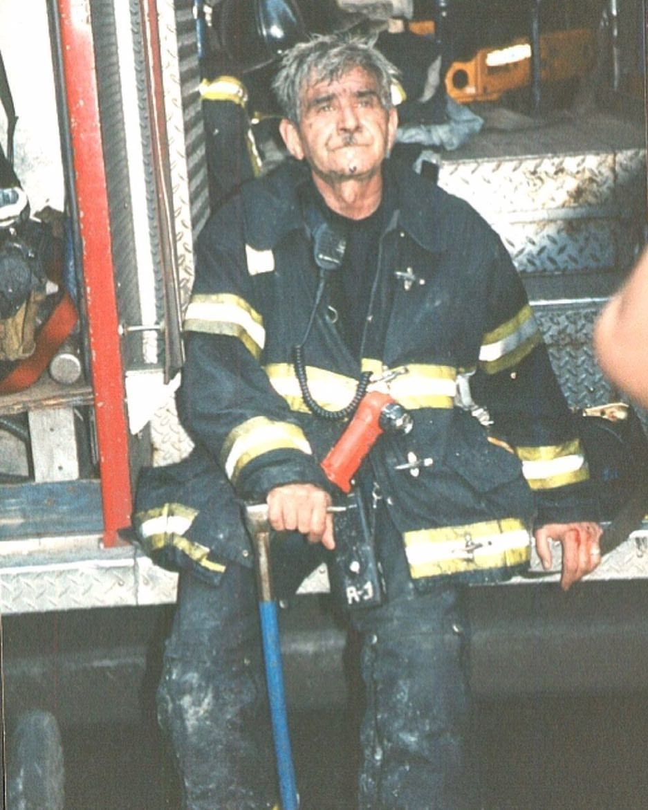 The Senior Man Joe Angelini Fdny Rescue Company 1 The Most Senior Firemen Killed On 9 11 Had A Career Worth O Fdny Firefighter Humor Firefighter Photography