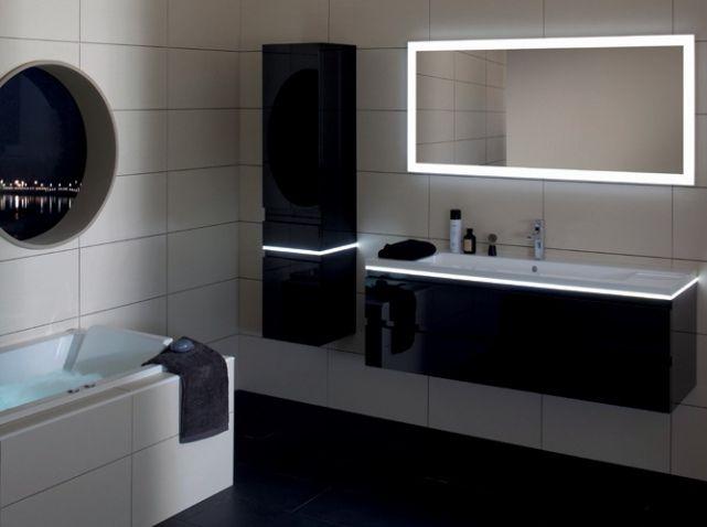 La salle de bains s 39 habille en noir et blanc salles de bain noires salle de bains et salle - Decoration salle de bain noir et blanc ...