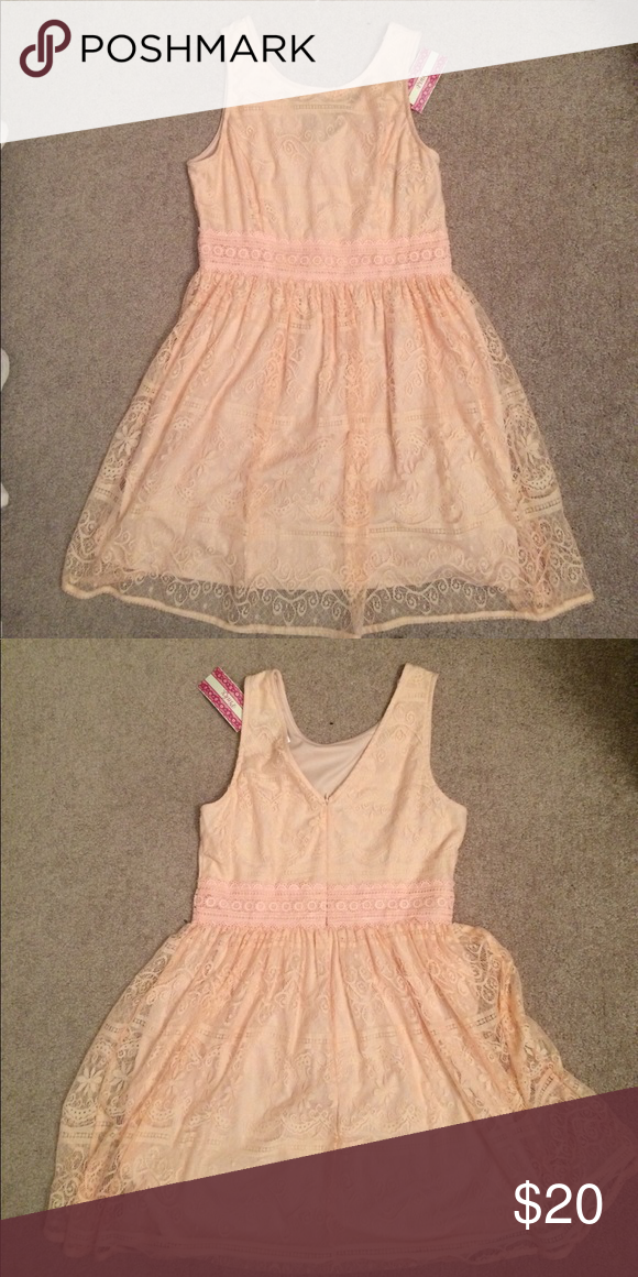 NWT Light pink/peach lace dress! NWT light pink/peach lace dress! 🎀 Dresses Midi