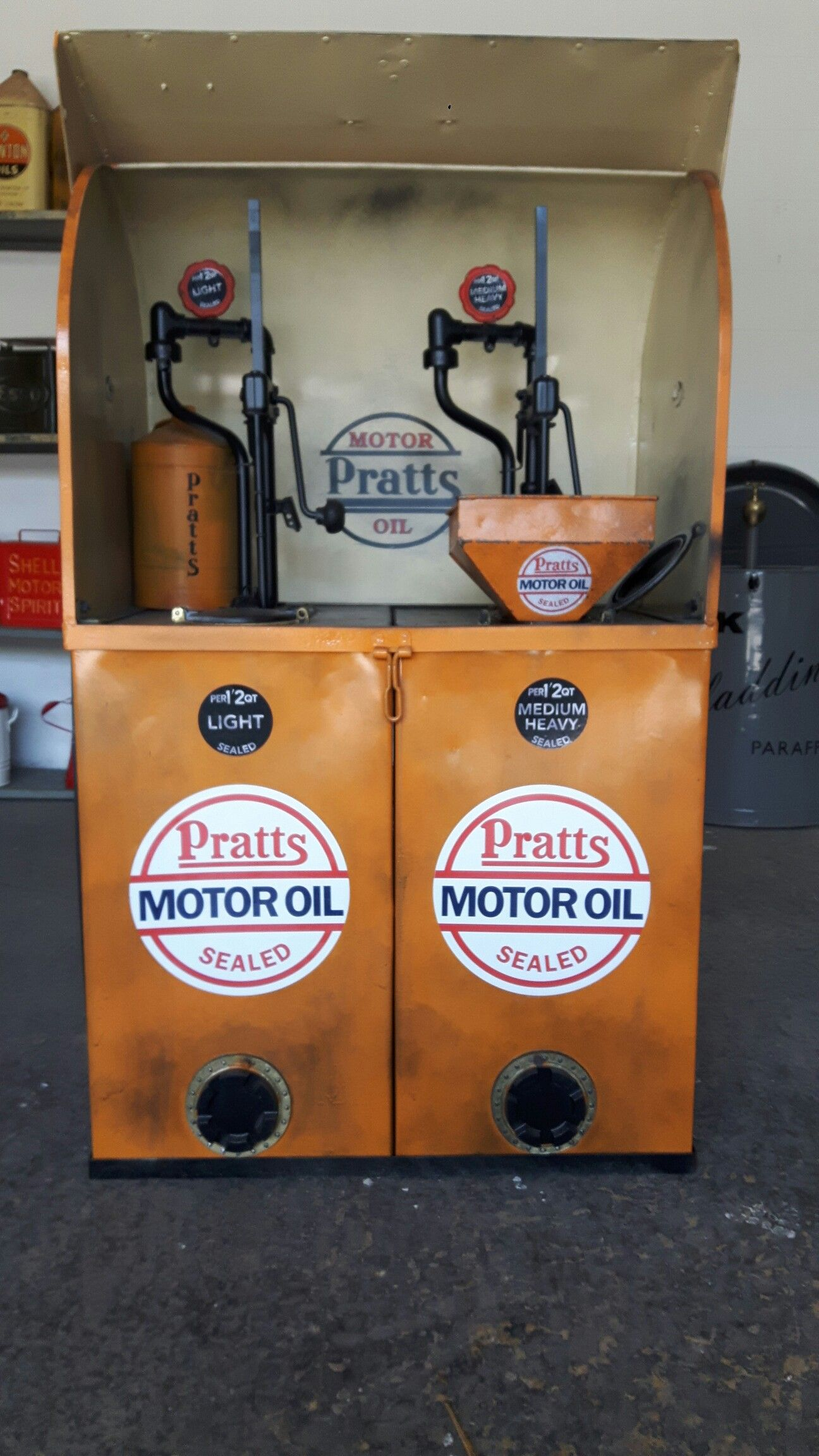 Pratts Oil Dispenser With Patina Effect Paint Vintage Oil Cans Old Gas Stations Vintage Gas Pumps