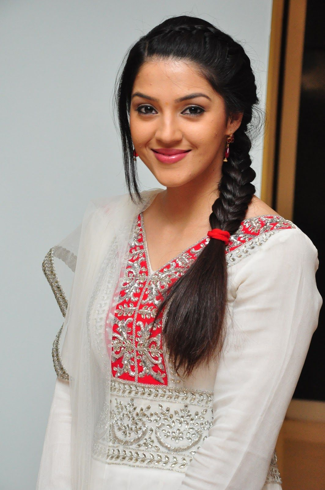 Kvpg Heroine Mehreen Photos Photo 15 Telugu Movie Actress Hero