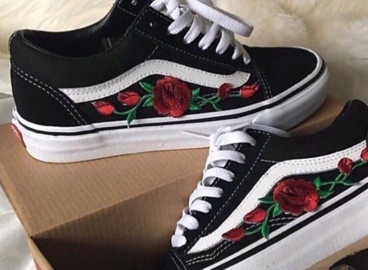 vans old skool low with rose patches shoes pinterest. Black Bedroom Furniture Sets. Home Design Ideas