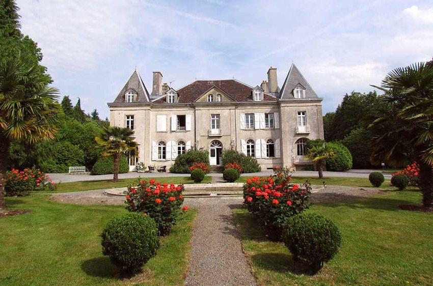 Chateau De Kerlarec Chambres D Hotes Arzano Bretagne With Images Houses For Sale France Fishermans Cottage Luxury Real Estate