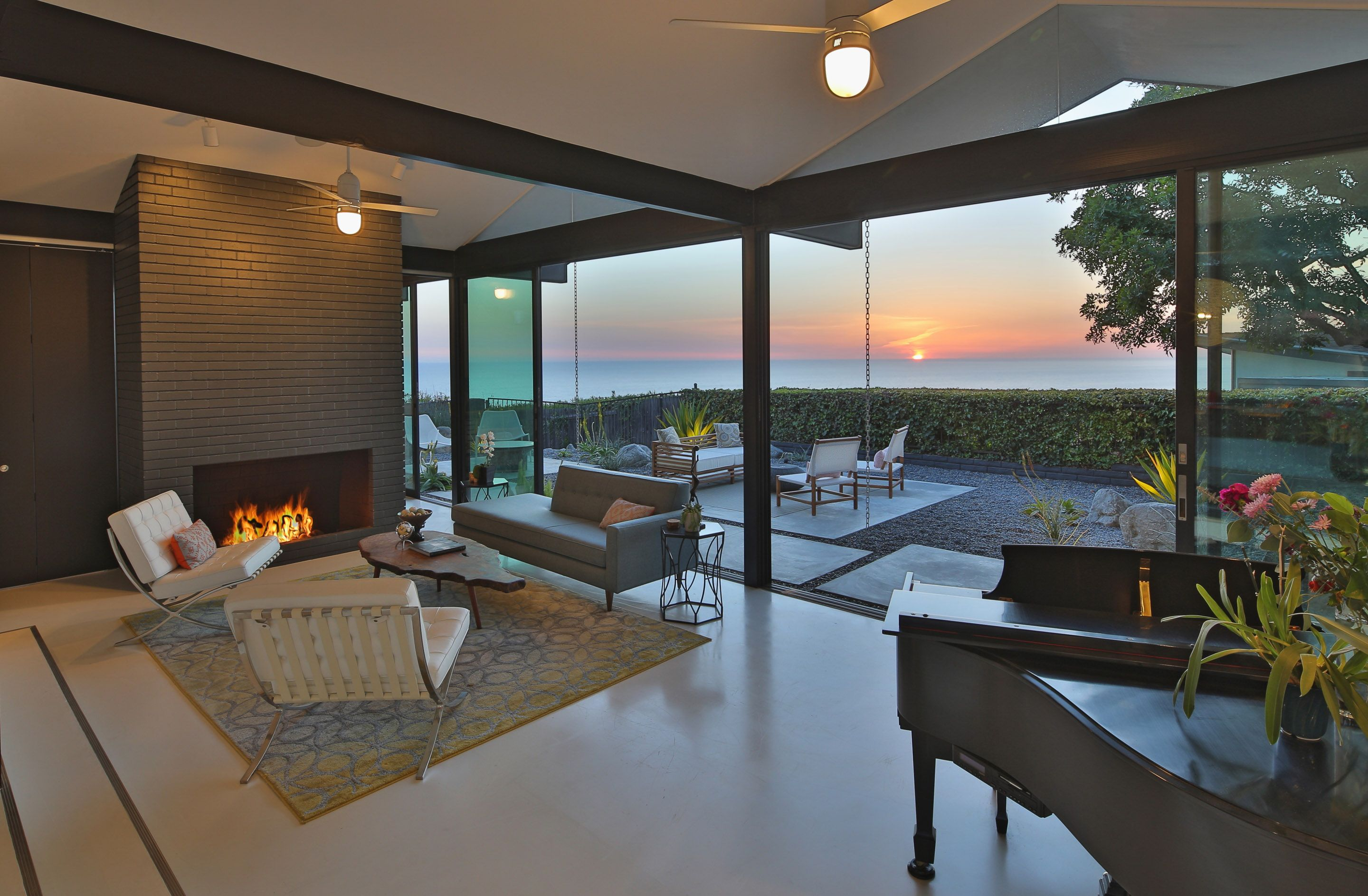 mid century modern luxury living room with ocean view digs living rooms luxury real estate. Black Bedroom Furniture Sets. Home Design Ideas
