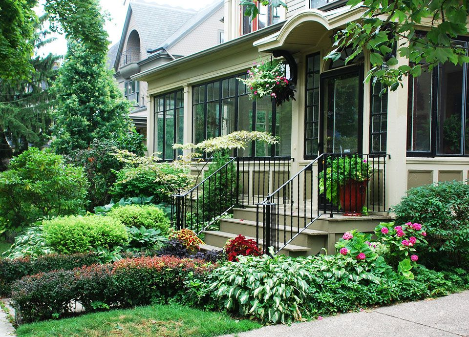 Another small victorian front yard garden landscape for Front porch landscaping plants