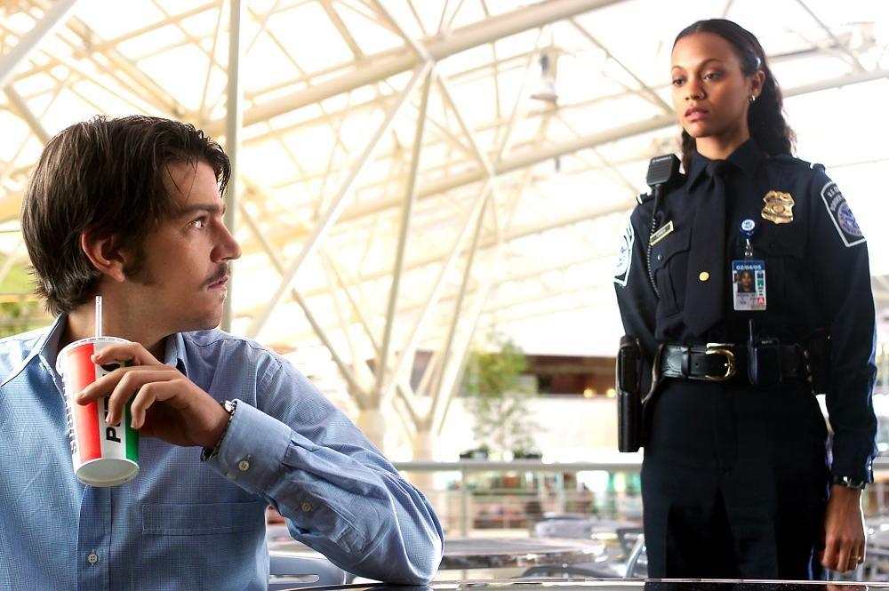 Diego Luna And Zoe Saldana In The Terminal Zoe Saldana