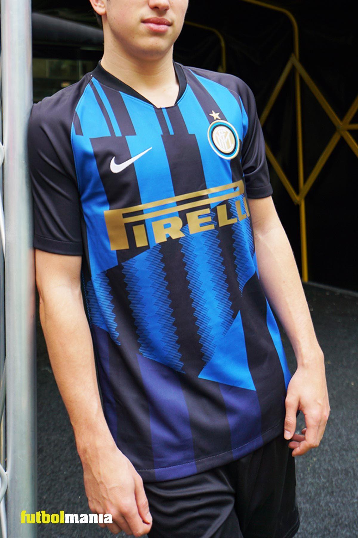 0bb2e8b2ae6b6 Esta es la camiseta conmemorativa del 20 aniversario del patrocinio del  Inter de Milán con la