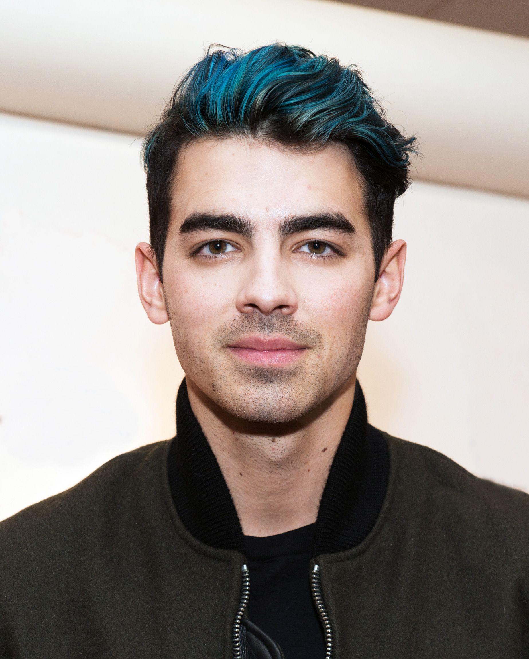 Joe Jonas Reveals Why He Dyed His Hair Blue Black Hair With Blue Highlights Boys Blue Hair Boys Colored Hair