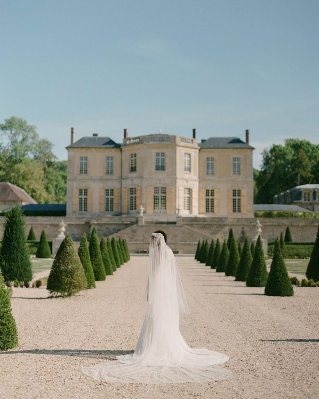 Magnitude, sumptuous, elegant and unique are the French venues.  How do not fall in love with all these beautiful venues in France ?  Lovely Team :  Photographer @jonihobiholiday  Planning @samanthabottelierevents  Wedding gown @tasyatalithaparis Muah @kassaundrastephensmakeup  Model @kira_eva  Shoes @bellabelleshoes  Floral designer @verdefleurs_paris  Wedding Ring @guesclin_joaillier  Accessories @amarnam_accessories  Table ware @canigueralmesasconesencia  Stationery @thevintageinkwell Venue @