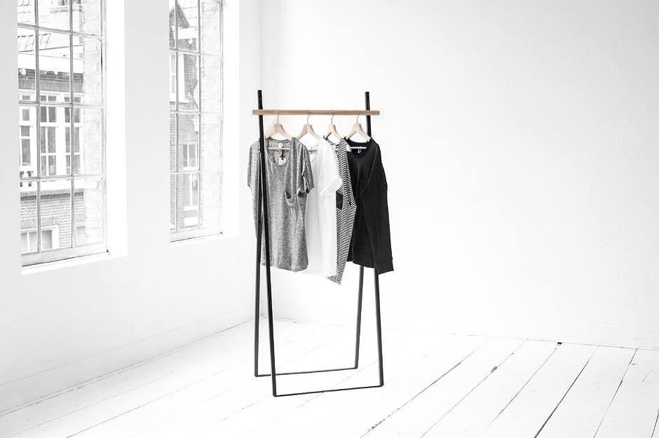 Kleiderstander Weis Metall ~ Freistehender kleiderständer aus metall und holz. hier entdecken und