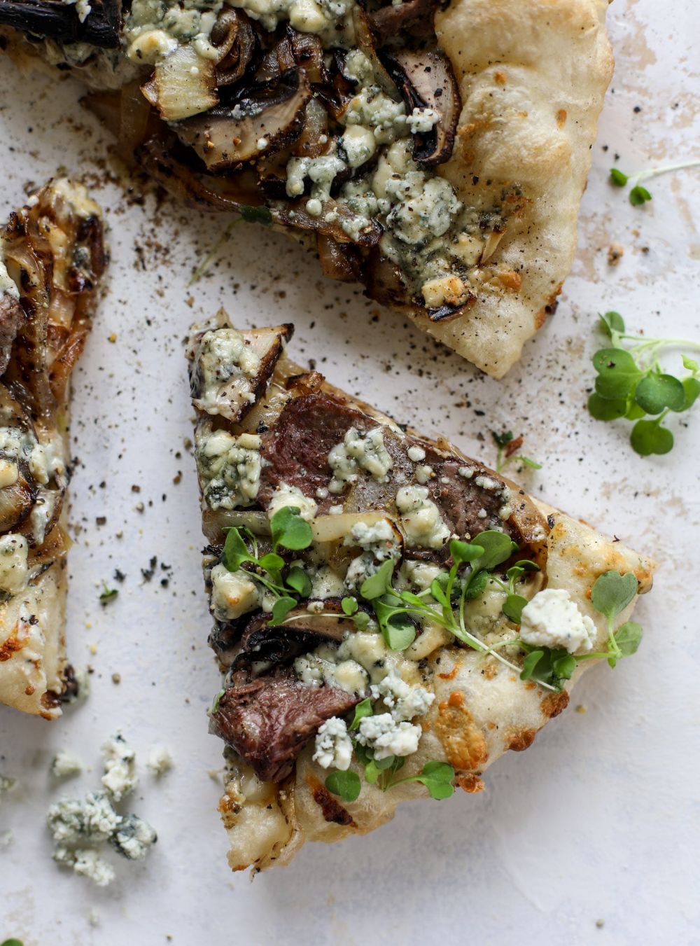 Grilled Steakhouse Pizza - Grilled Steak Pizza with Gorgonzola, #Gorgonzola #Grilled #Pizza #steak #Steakhouse