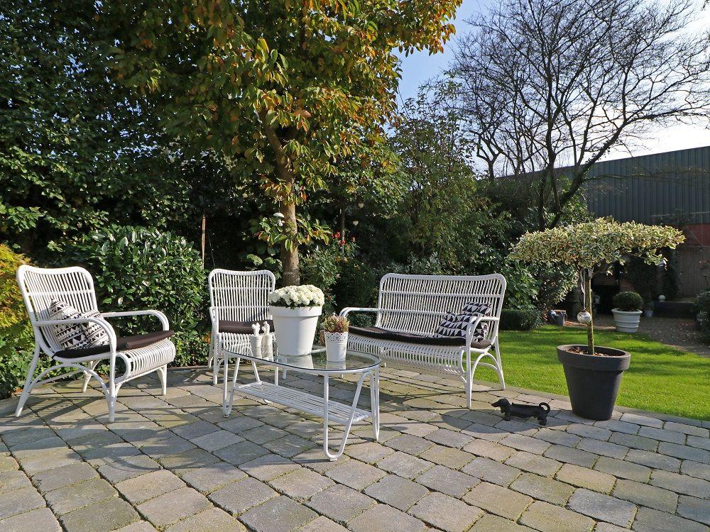 Lounge-Set aus Polyrattan in der Farbe Weiß #gartenmöbel #loungeset