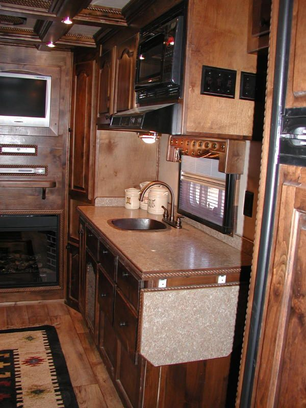 Living quarter horse trailer interior options equinerv for Rv barn with living quarters