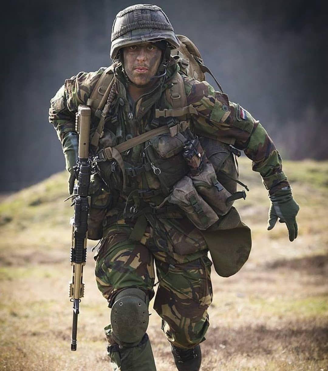 Caption this  #koninklijkelandmacht #landmacht #nlmilitary _____________________________________________________ //@dutch_army_soldiers