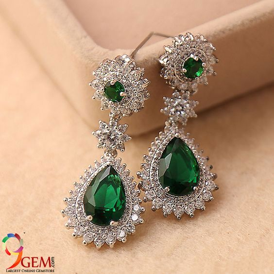 Make Your Party Look More Elegant With These Stunning Emerald Diamond Earrings