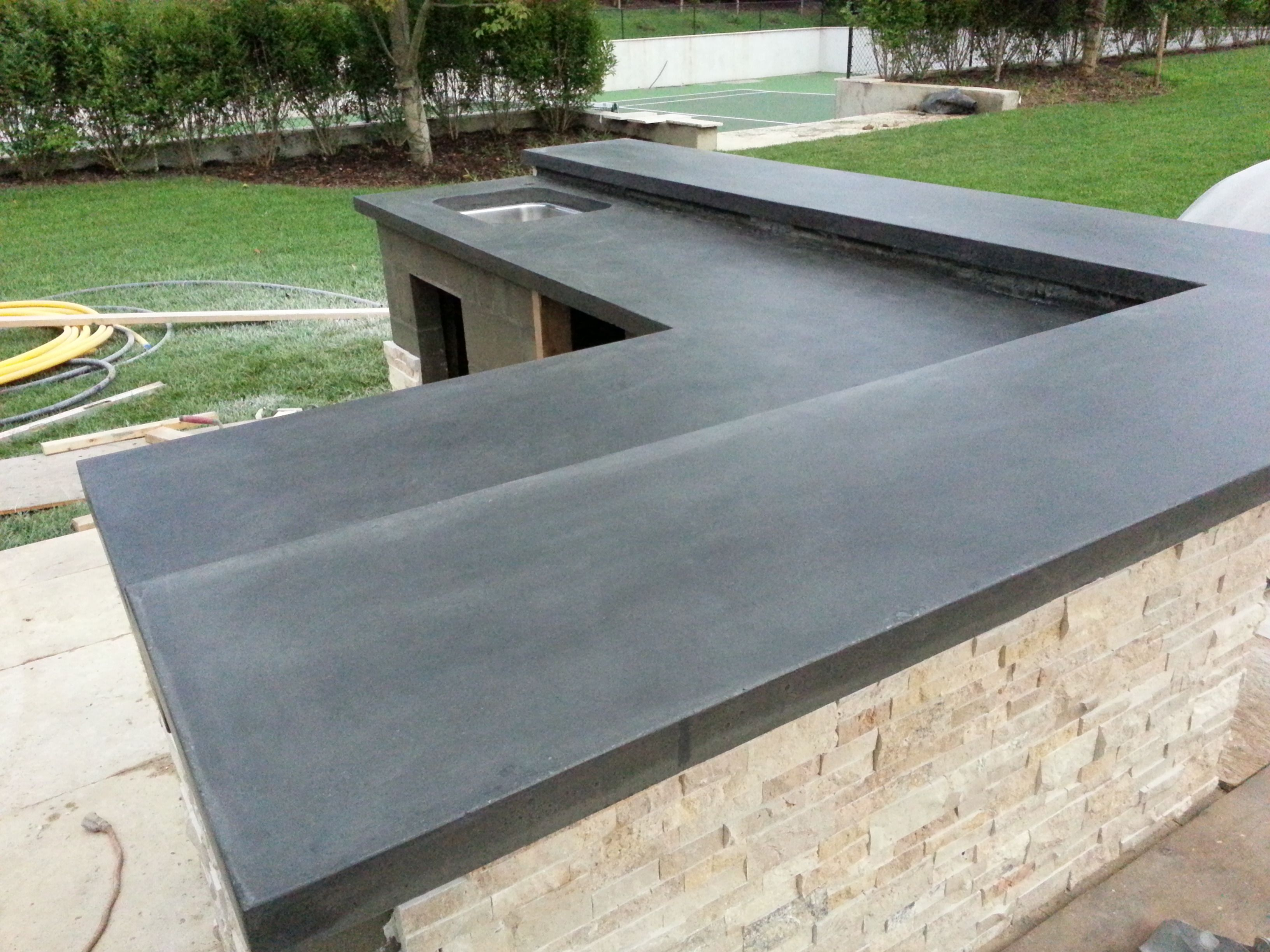 outdoor concrete counter top, black stainz | Concrete ...
