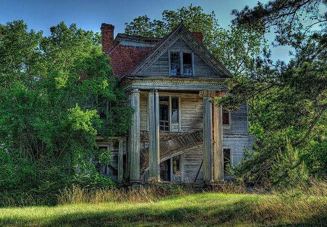 Gorgeous Southern Mansion Rotting Away In Baker County